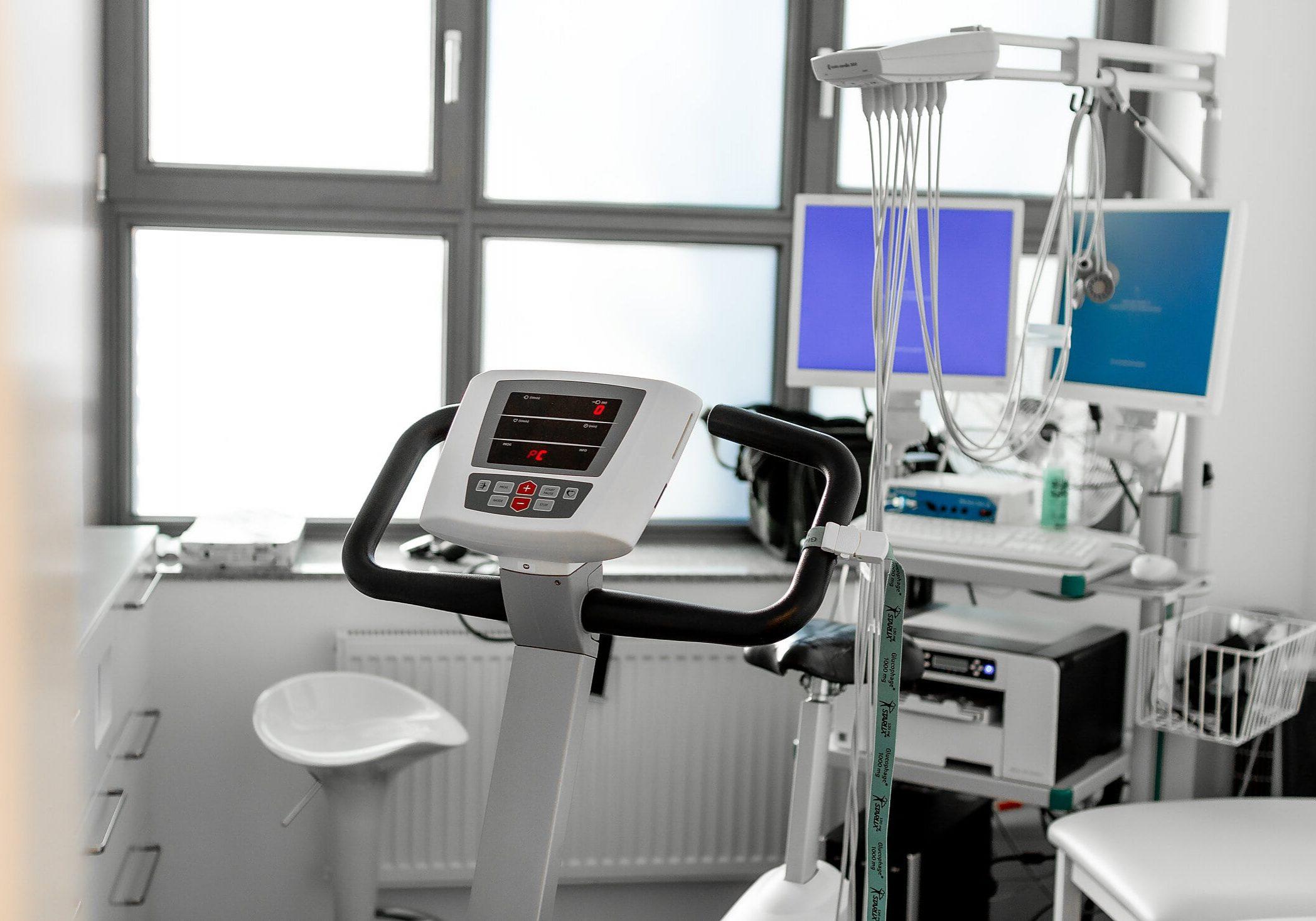 corovital-leverkusen-opladen-kardiologie-sportmedizin-ergometer